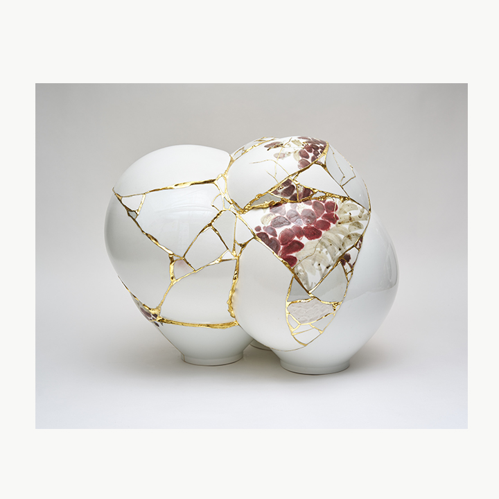 https://www.ganaart.com/wp-content/uploads/2021/04/이수경Translated-Vase_2021-TVW-2-2021Ceramic-shards-epoxy-24k-gold-leaf-53x52x42hcm20.8x20.4x16.5hin.jpg